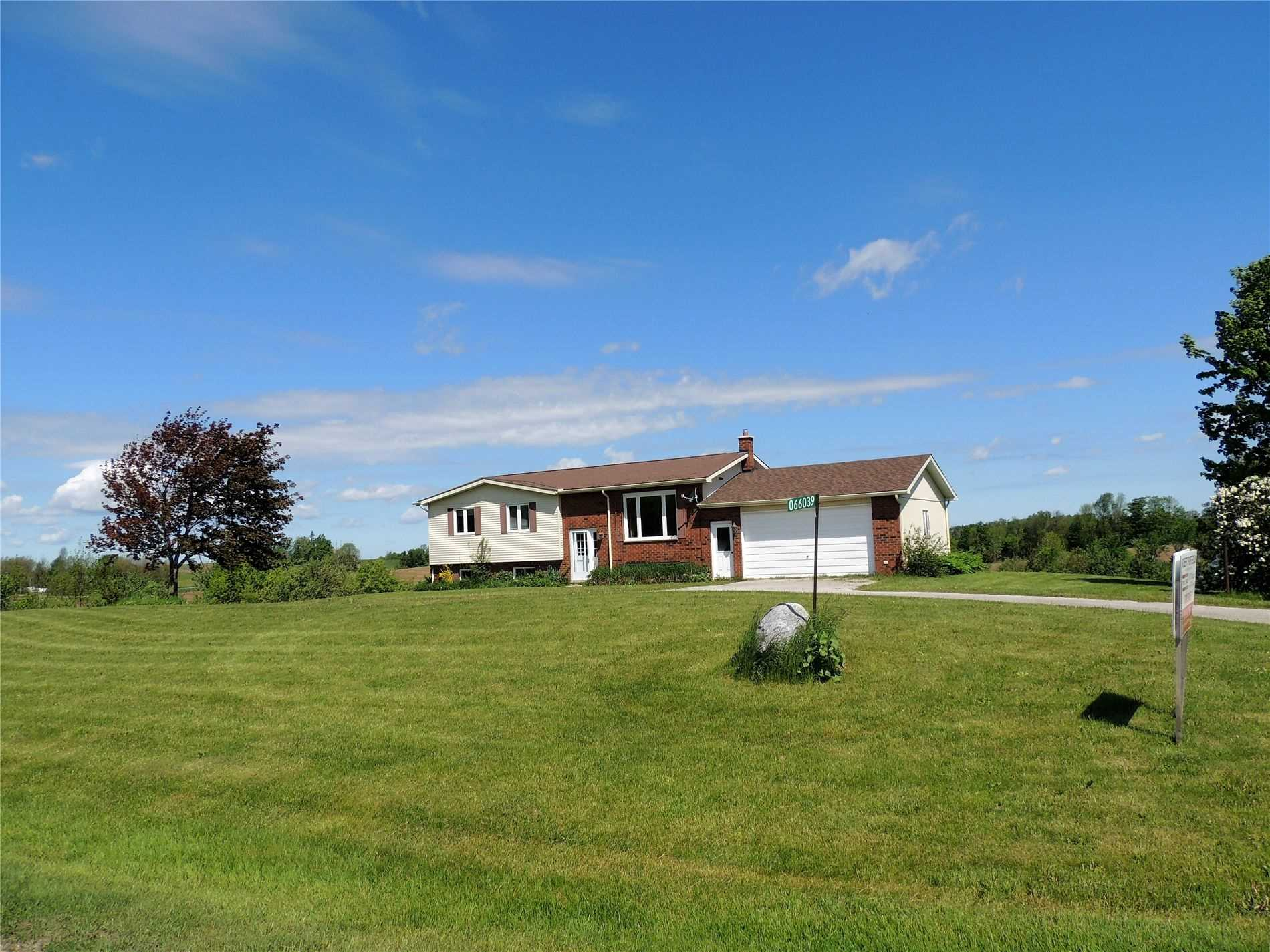 pictures of house for sale MLS: X4667810 located at 066039 Sideroad 4 Sdrd, Meaford N4L1W5