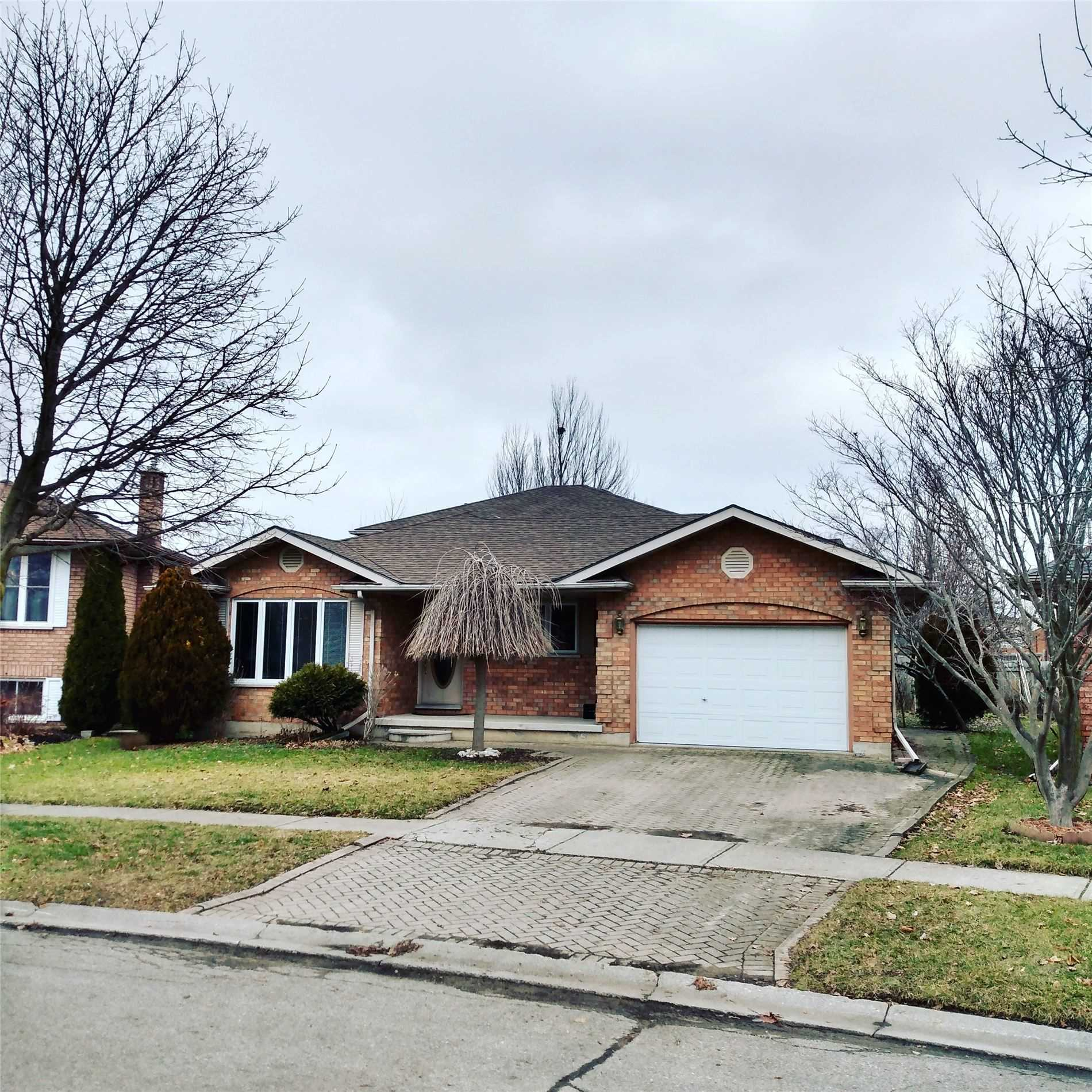 pictures of house for sale MLS: X4669266 located at 66 Knowles Dr, Woodstock N4S8T8