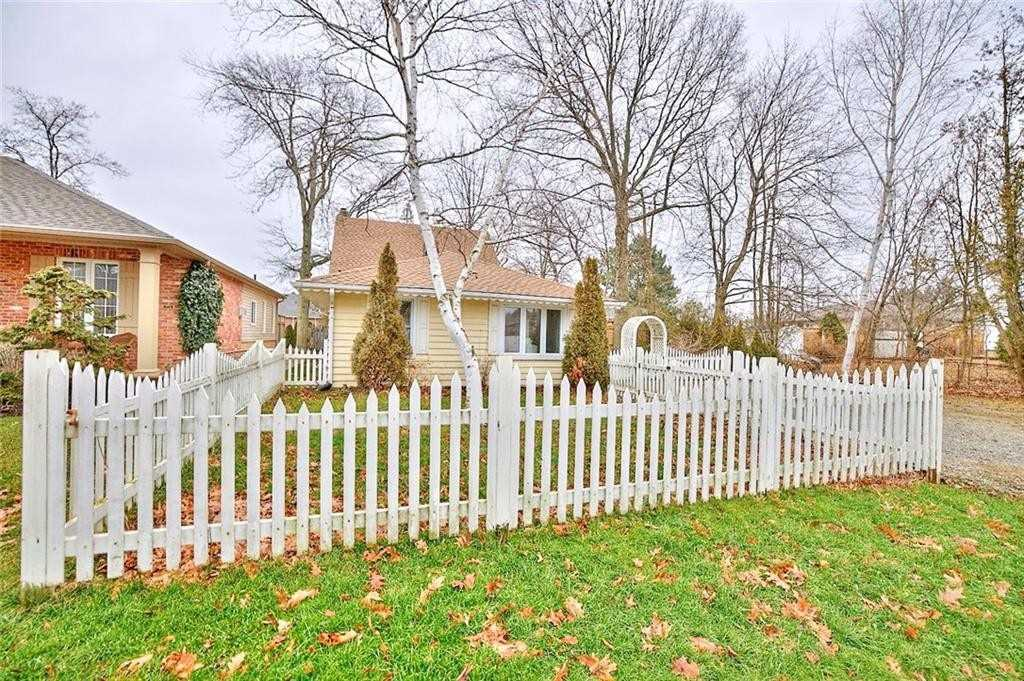 pictures of house for sale MLS: X4669273 located at 1 Dixie Ave, Niagara-on-the-Lake L0S1J0