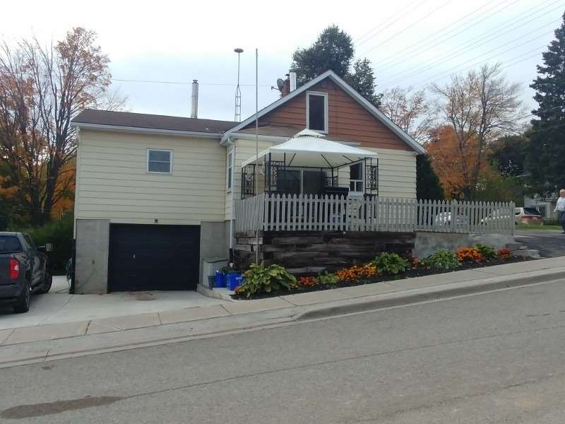 pictures of house for sale MLS: X4671092 located at 333 Andrew St, Shelburne L9V2Y8