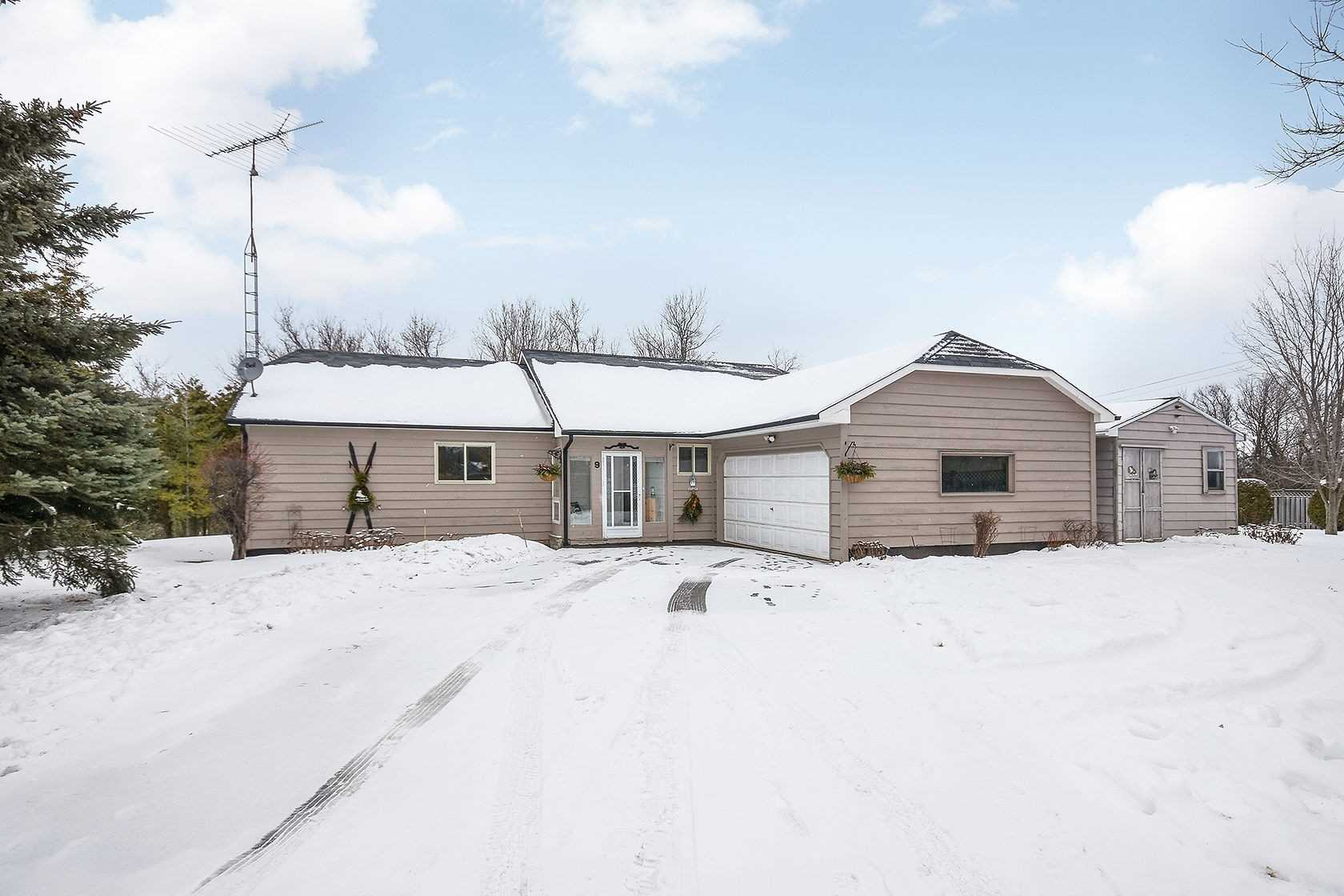 pictures of house for sale MLS: X4677358 located at 9 Mono Mills Cres, Mono L9W7N3