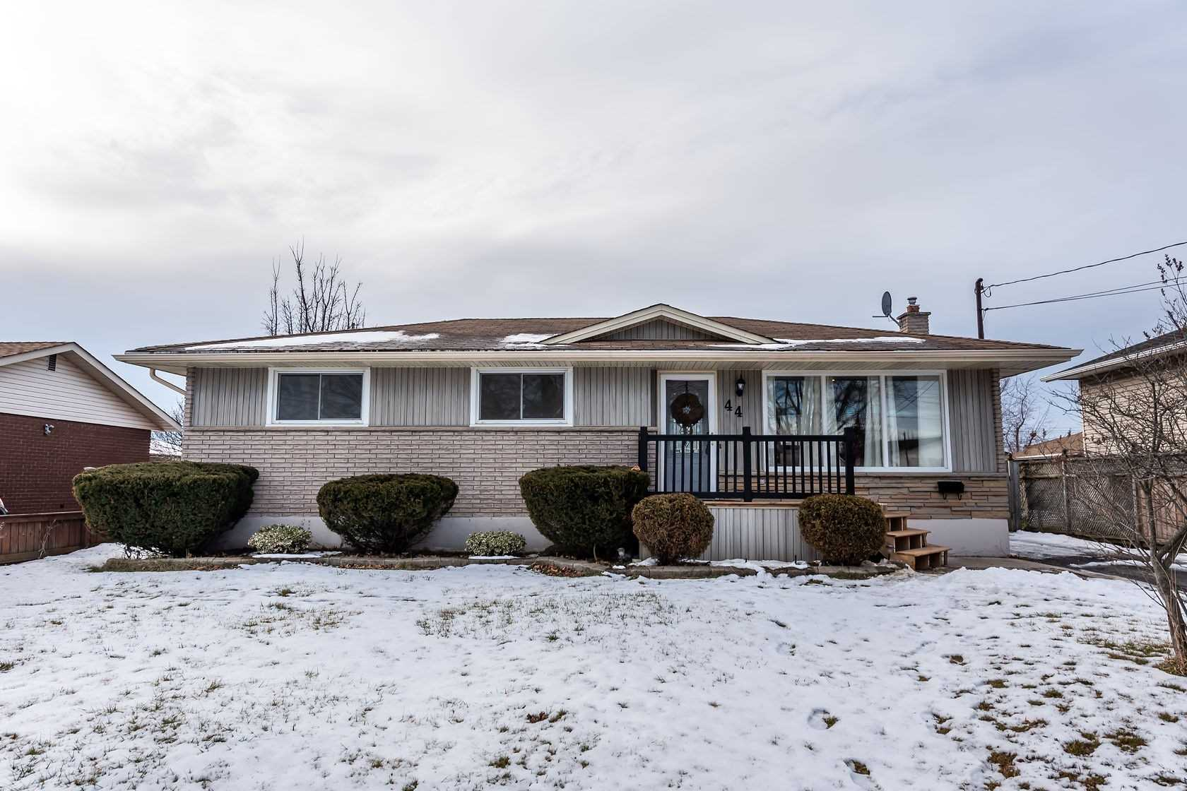 pictures of house for sale MLS: X4678642 located at 44 Harrison Ave, Welland L3B1C2