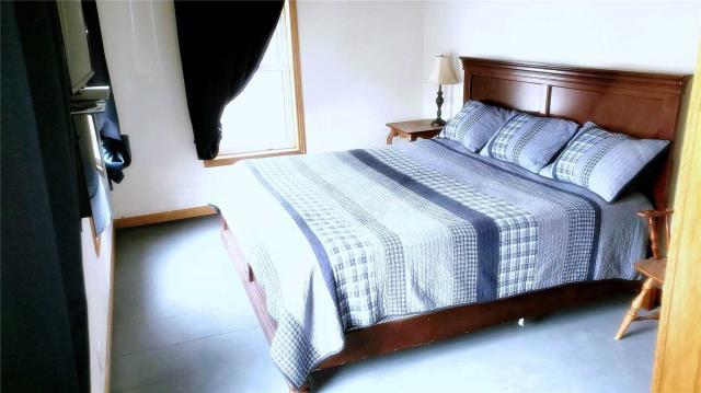 Image 2 of 20 showing inside of 3 Bedroom Detached 2-Storey house for sale at 31962 Clarendon St W, Wainfleet L0S1V0