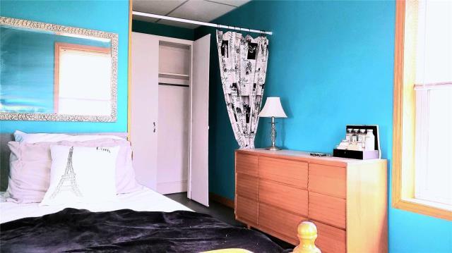Image 4 of 20 showing inside of 3 Bedroom Detached 2-Storey house for sale at 31962 Clarendon St W, Wainfleet L0S1V0