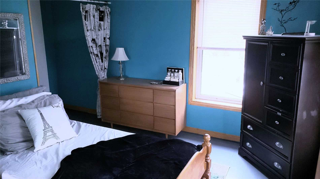 Image 5 of 20 showing inside of 3 Bedroom Detached 2-Storey house for sale at 31962 Clarendon St W, Wainfleet L0S1V0