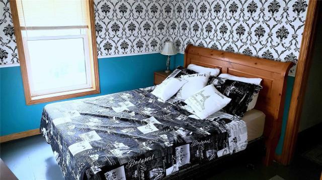 Image 7 of 20 showing inside of 3 Bedroom Detached 2-Storey house for sale at 31962 Clarendon St W, Wainfleet L0S1V0