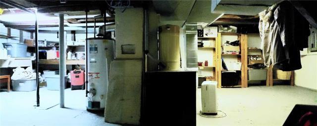 Image 10 of 20 showing inside of 3 Bedroom Detached 2-Storey house for sale at 31962 Clarendon St W, Wainfleet L0S1V0