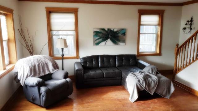 Image 16 of 20 showing inside of 3 Bedroom Detached 2-Storey house for sale at 31962 Clarendon St W, Wainfleet L0S1V0