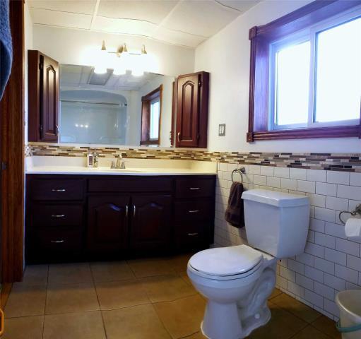 Image 17 of 20 showing inside of 3 Bedroom Detached 2-Storey house for sale at 31962 Clarendon St W, Wainfleet L0S1V0