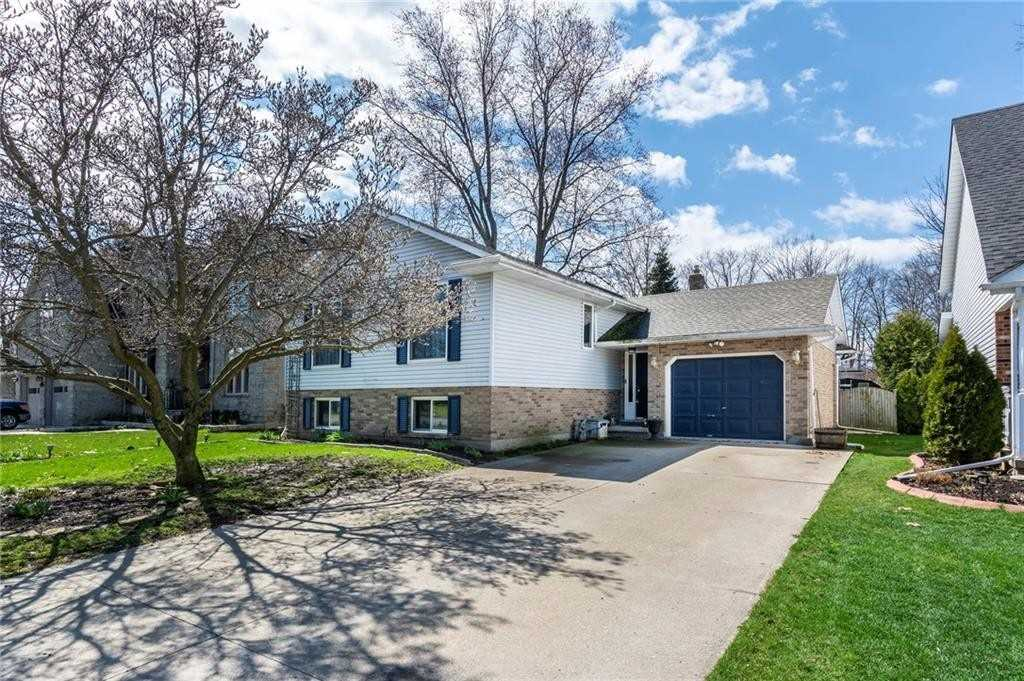 pictures of house for sale MLS: X4682411 located at 4 Oak Dr, Niagara-on-the-Lake L0S1J0