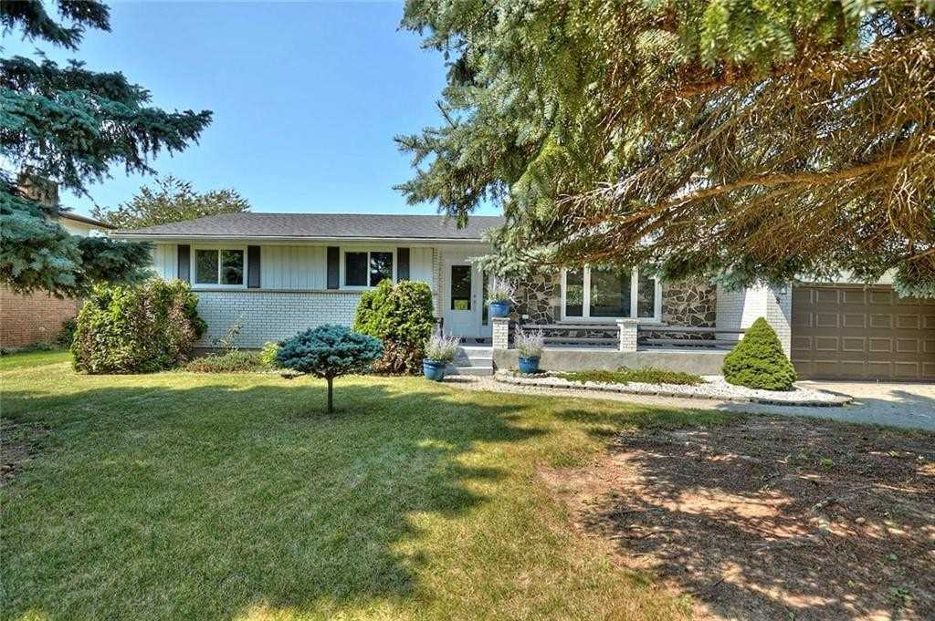 pictures of house for sale MLS: X4684307 located at 8 Upper Canada Dr, Niagara-on-the-Lake L0S1J0