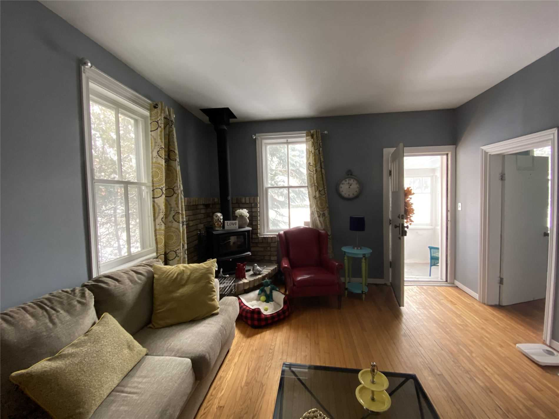 Image 2 of 8 showing inside of 2 Bedroom Detached Bungalow house for sale at 88 Delhi St, Guelph N1E4J7