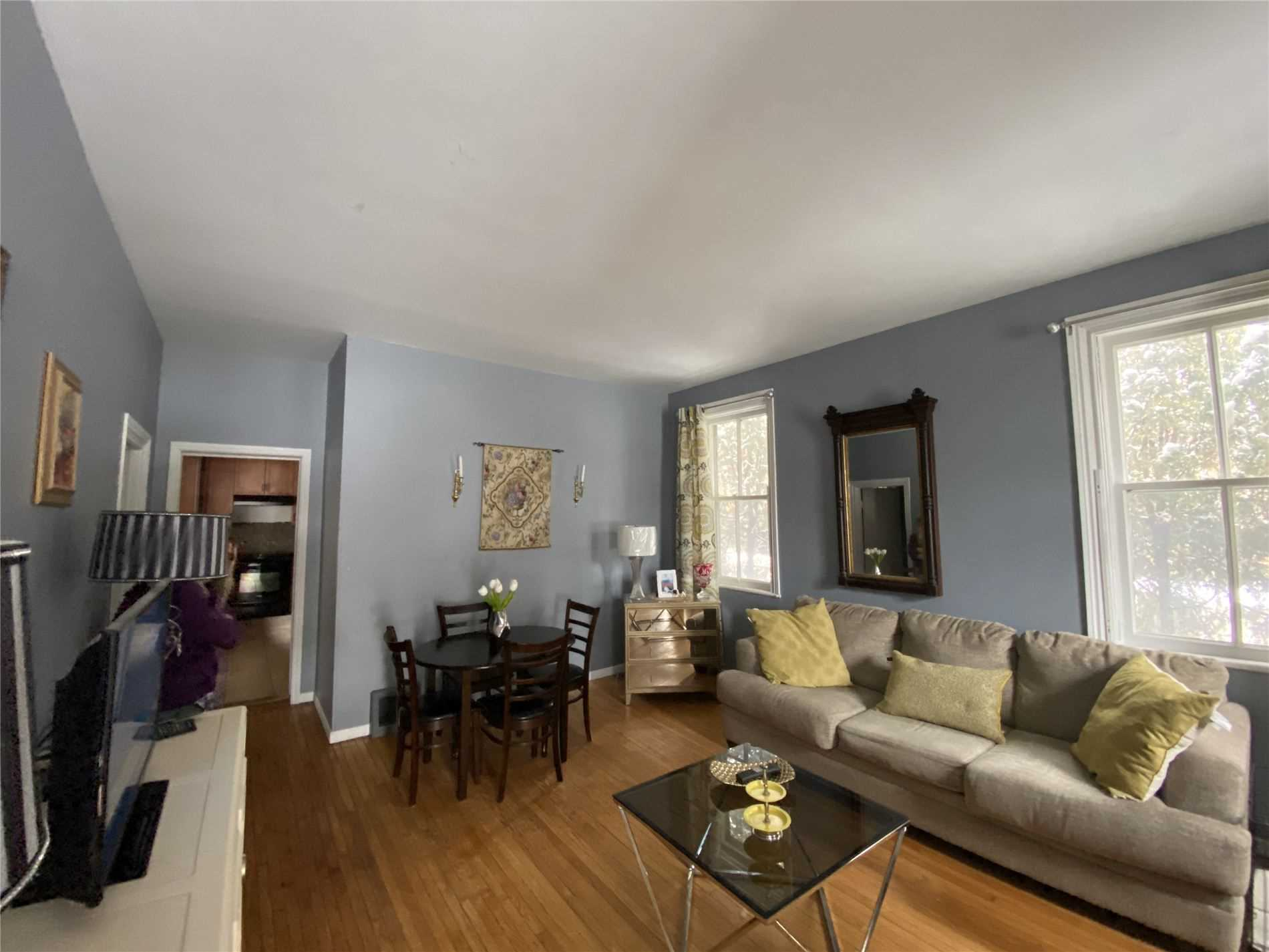 Image 3 of 8 showing inside of 2 Bedroom Detached Bungalow house for sale at 88 Delhi St, Guelph N1E4J7