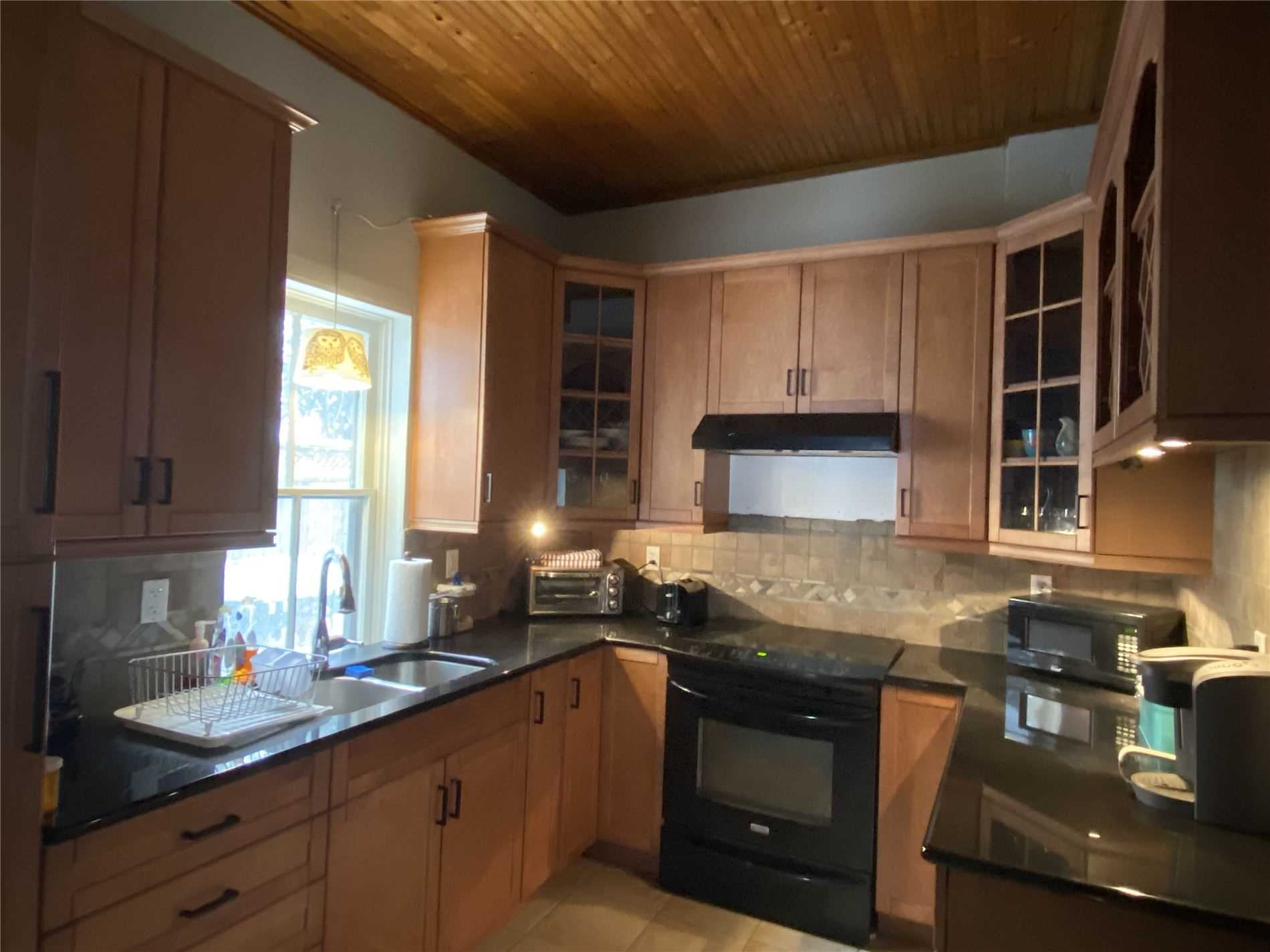 Image 4 of 8 showing inside of 2 Bedroom Detached Bungalow house for sale at 88 Delhi St, Guelph N1E4J7