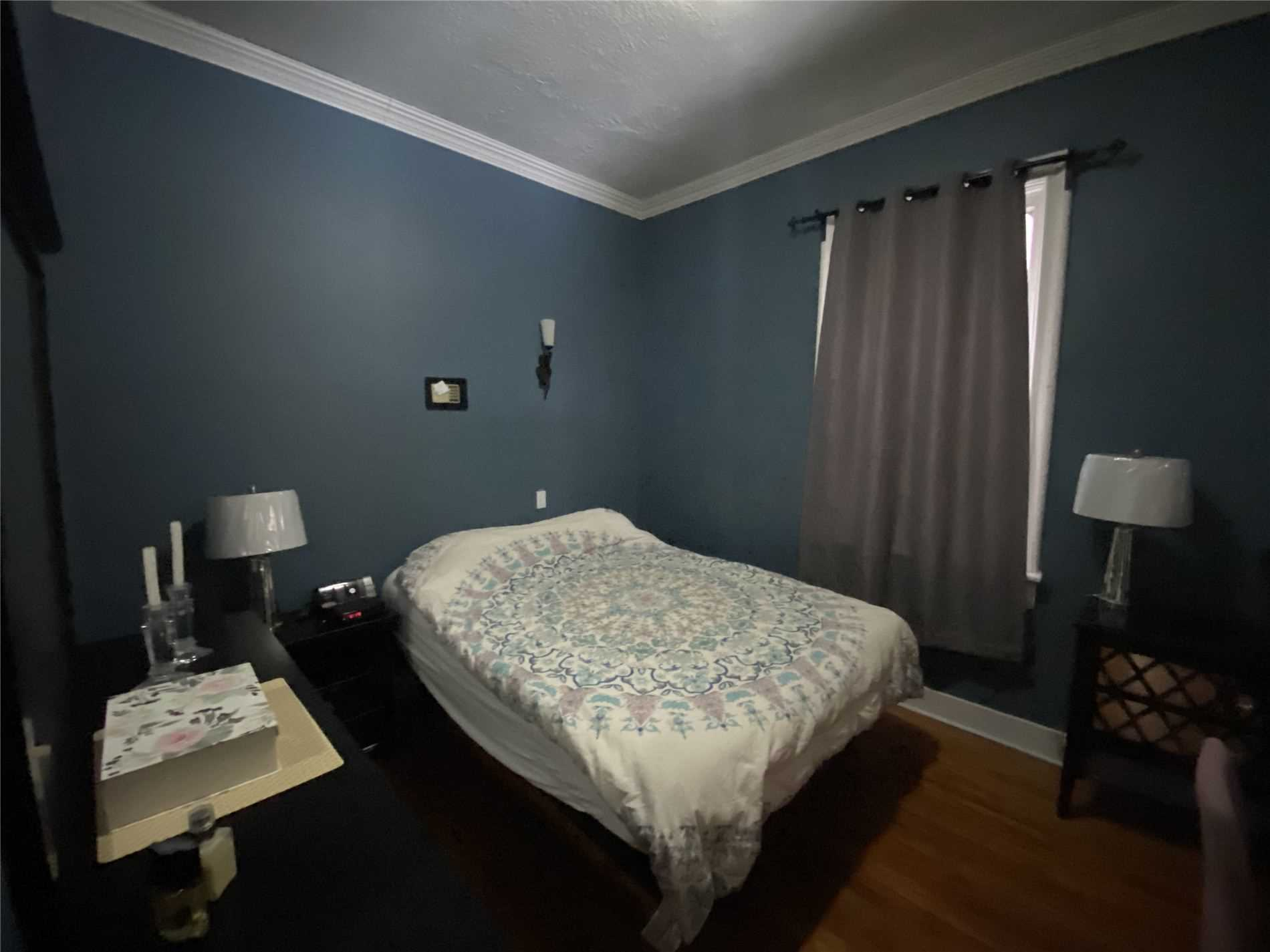 Image 5 of 8 showing inside of 2 Bedroom Detached Bungalow house for sale at 88 Delhi St, Guelph N1E4J7