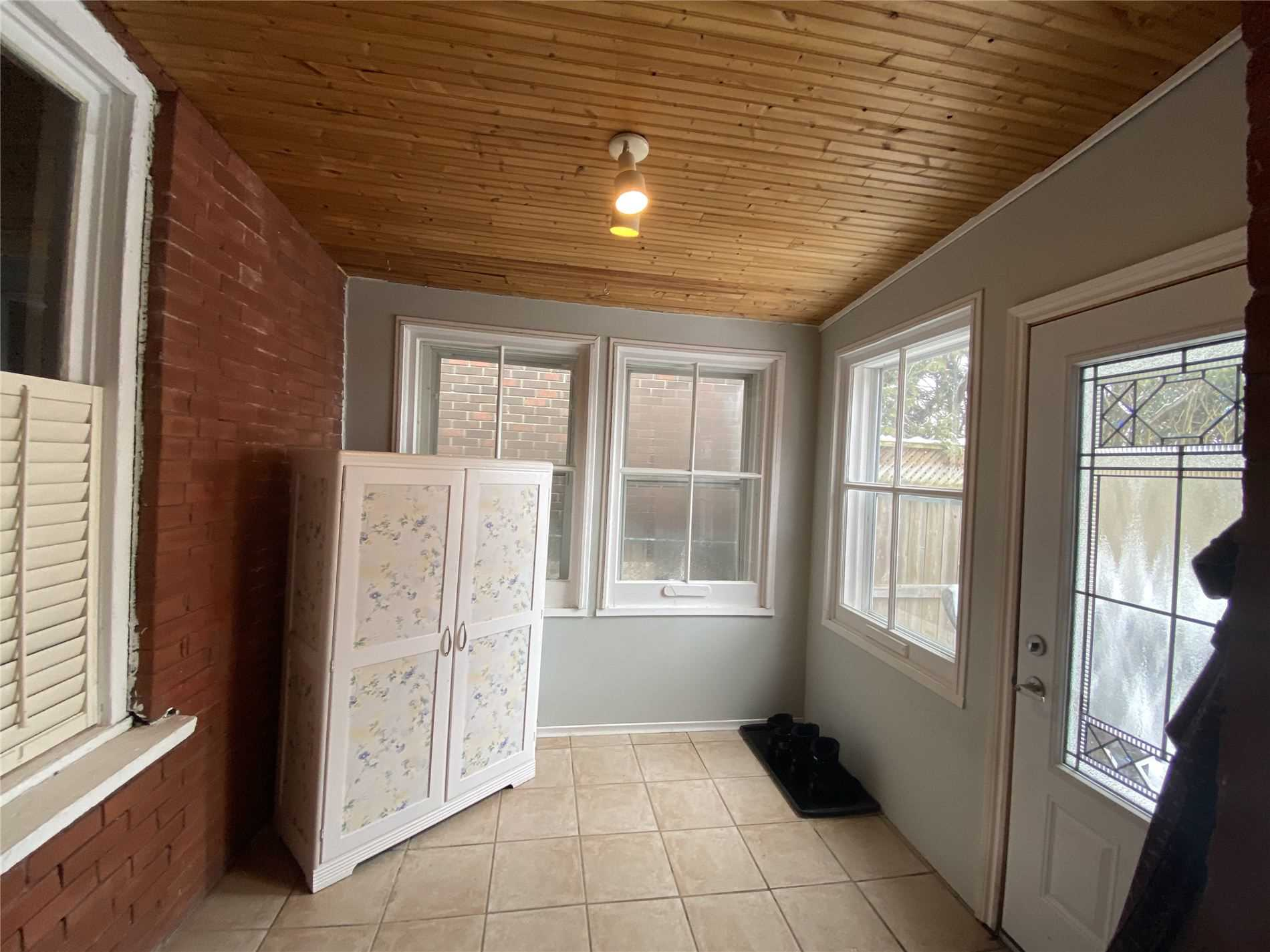 Image 7 of 8 showing inside of 2 Bedroom Detached Bungalow house for sale at 88 Delhi St, Guelph N1E4J7
