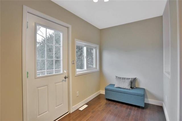 Image 4 of 20 showing inside of 3 Bedroom Detached 2-Storey house for sale at 23 Oak St, Grimsby L3M3G4