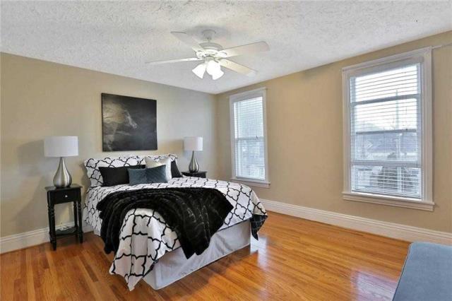 Image 6 of 20 showing inside of 3 Bedroom Detached 2-Storey house for sale at 23 Oak St, Grimsby L3M3G4