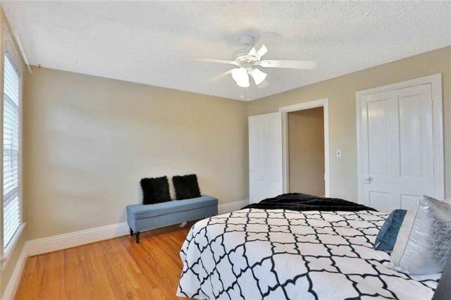 Image 7 of 20 showing inside of 3 Bedroom Detached 2-Storey house for sale at 23 Oak St, Grimsby L3M3G4