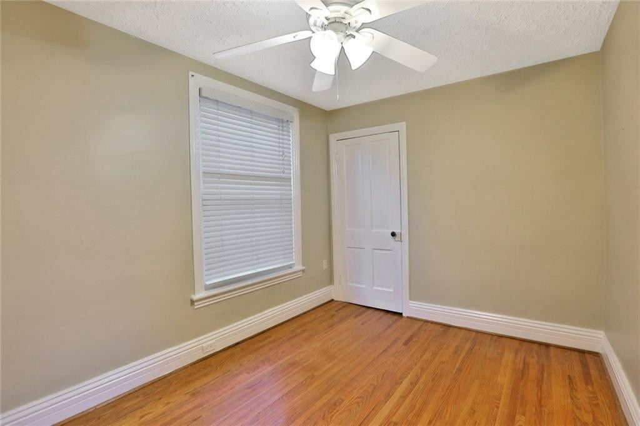 Image 9 of 20 showing inside of 3 Bedroom Detached 2-Storey house for sale at 23 Oak St, Grimsby L3M3G4