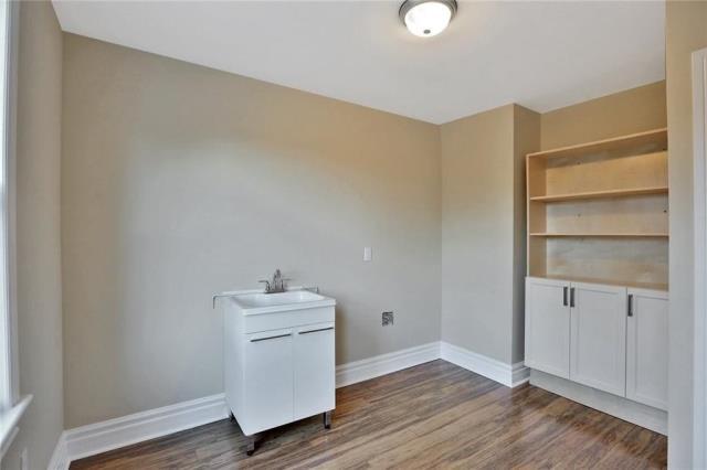 Image 13 of 20 showing inside of 3 Bedroom Detached 2-Storey house for sale at 23 Oak St, Grimsby L3M3G4