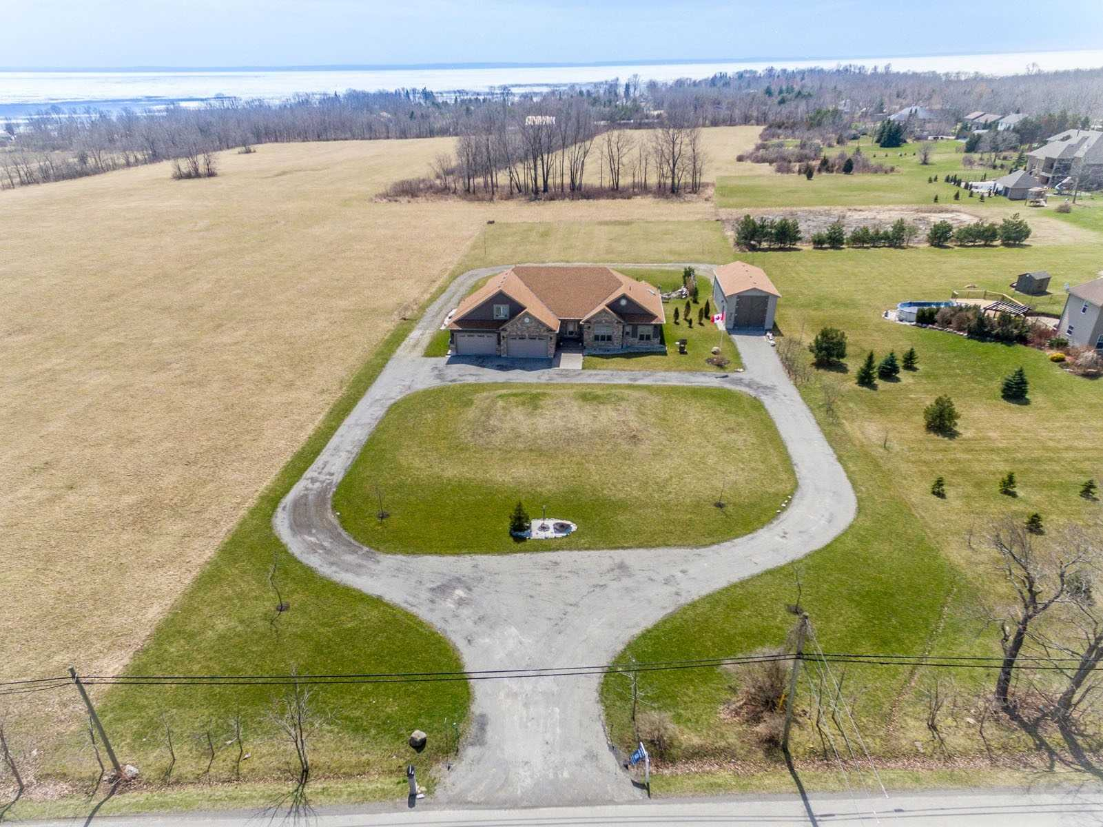 pictures of house for sale MLS: X4692536 located at 11385 Lakeshore Rd S, Wainfleet L3K5V4