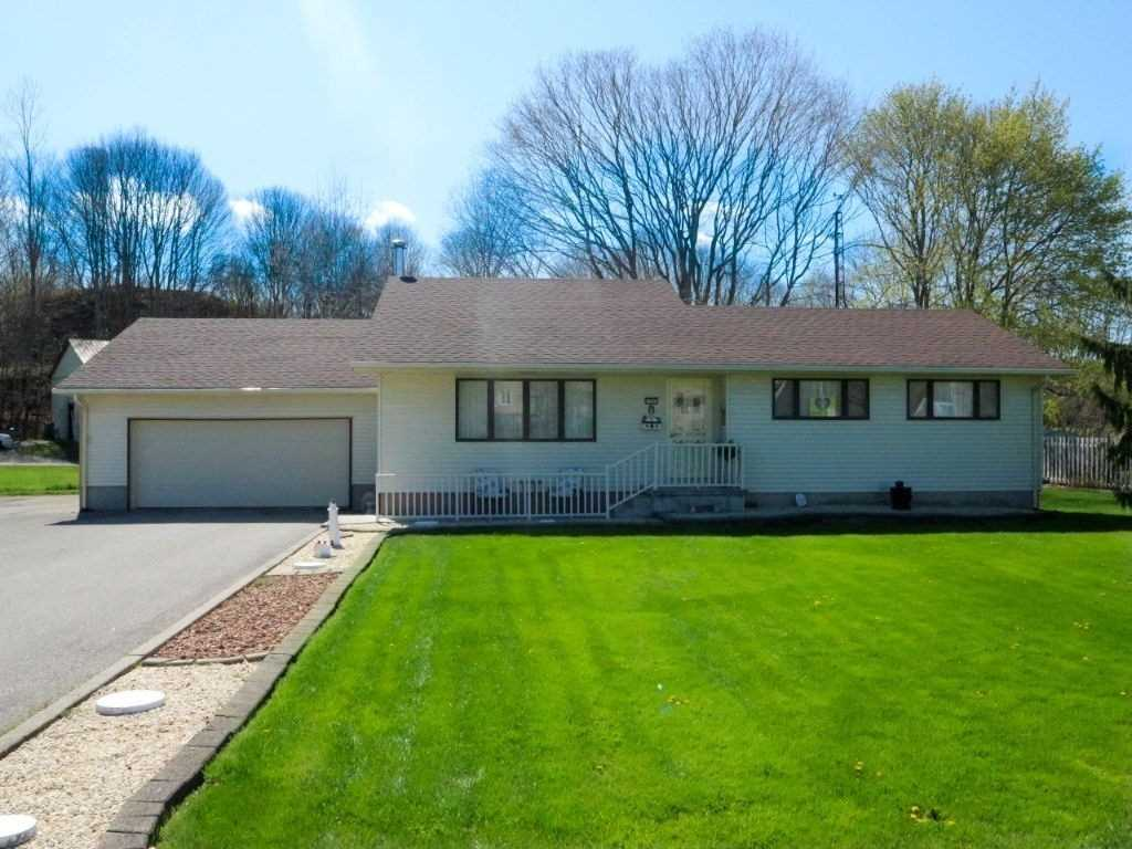 pictures of house for sale MLS: X4693996 located at 324 Carlow Rd, Central Elgin N5L1B6