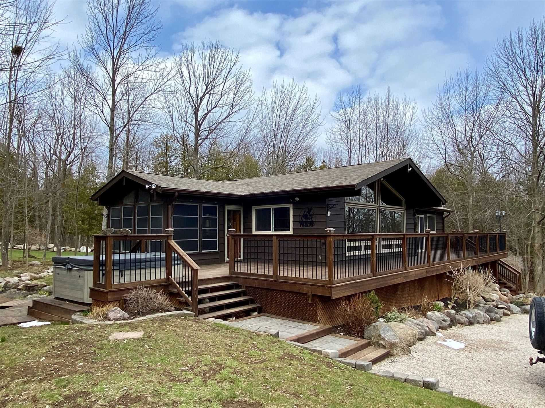 pictures of house for sale MLS: X4694881 located at 152 Captains  Crt, Meaford N4L1W5