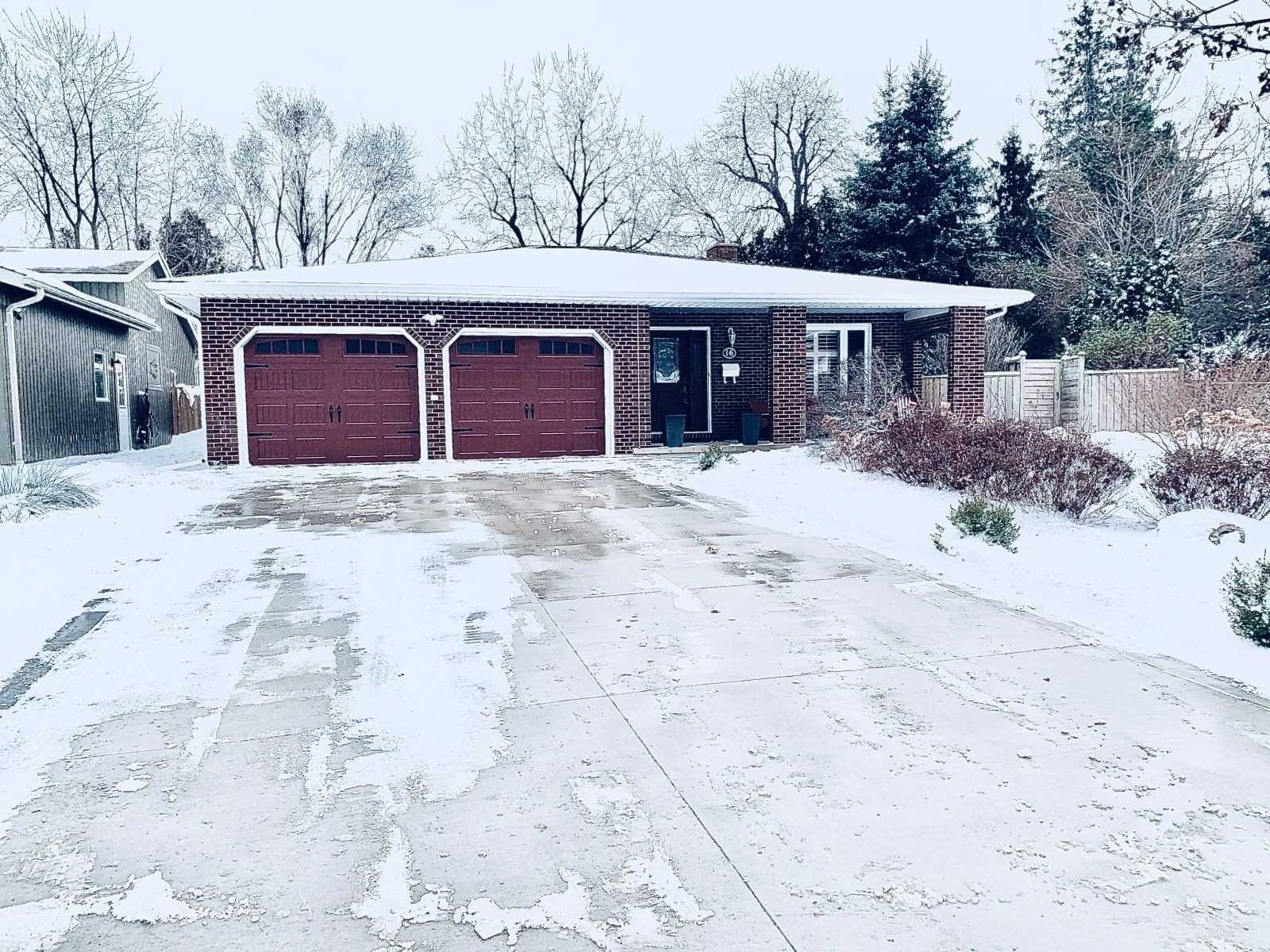 pictures of house for sale MLS: X4694896 located at 16 Driftwood Crt, Grimsby L3M4X8