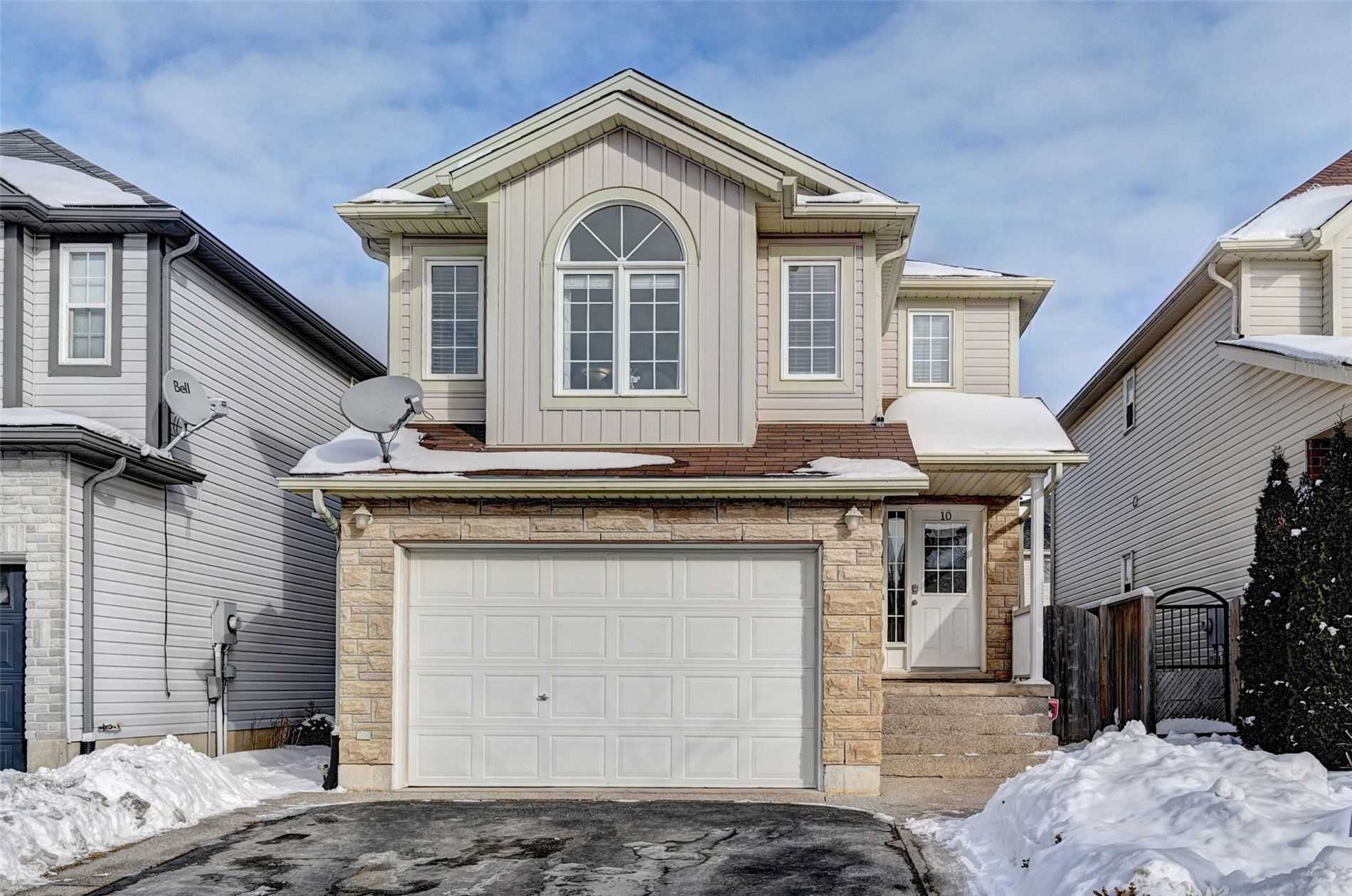 pictures of house for sale MLS: X4694954 located at 10 Verona St, Kitchener N2R1T4