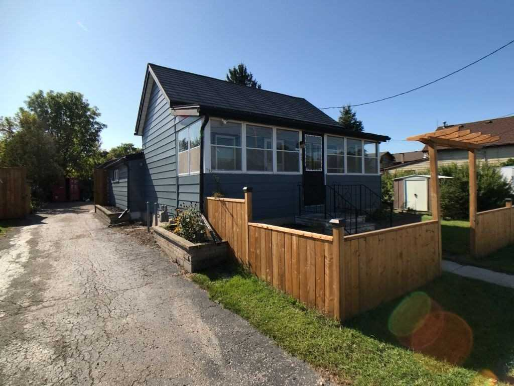 pictures of house for sale MLS: X4695951 located at 82 Main St, Woodstock N4S1S9