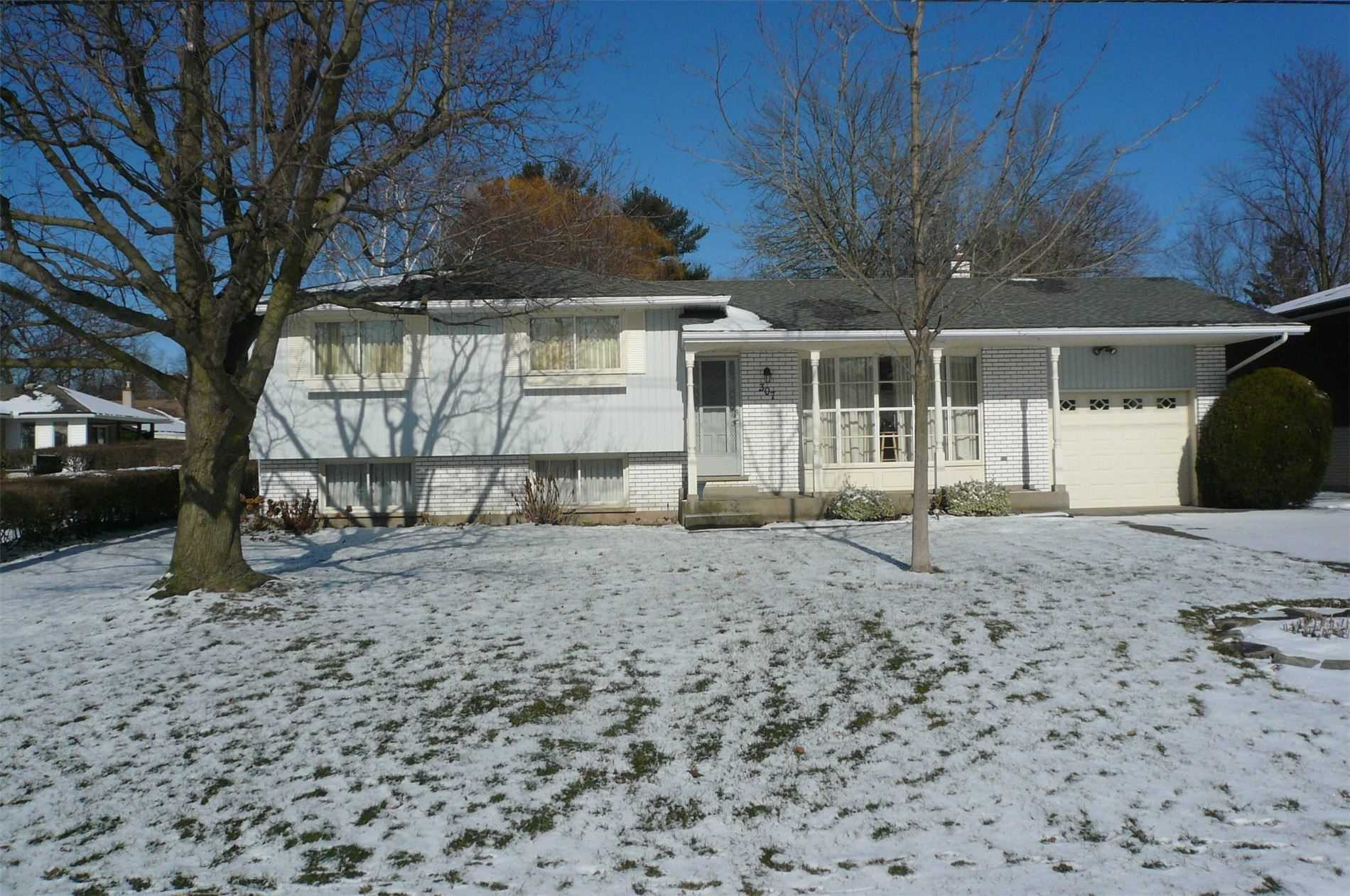 pictures of house for sale MLS: X4696359 located at 307 Centre St, Niagara-on-the-Lake L0S1J0
