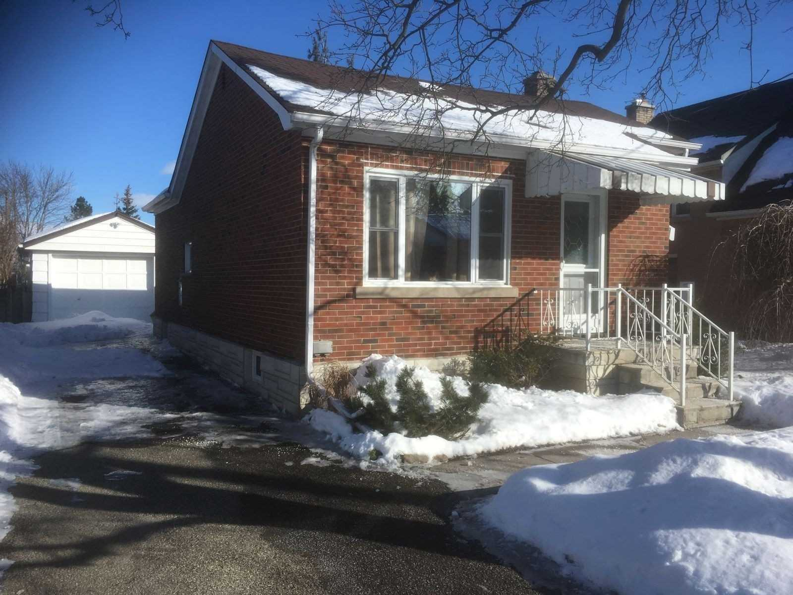 pictures of house for sale MLS: X4696530 located at 54 Boehmer St, Kitchener N2H4N3