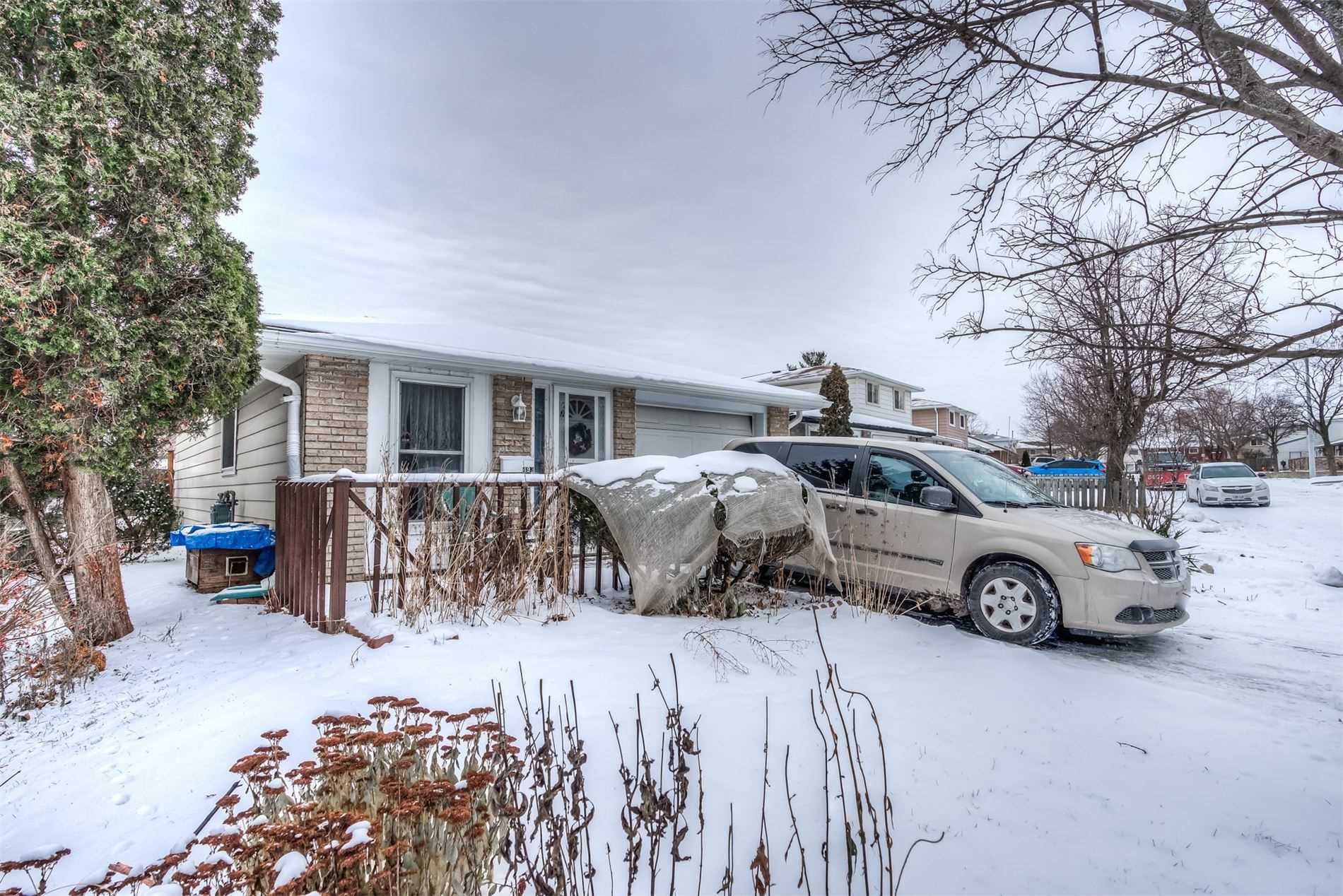 pictures of house for sale MLS: X4697329 located at 493 Pinetree Cres, Cambridge N3H4X4