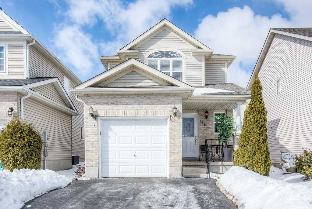pictures of house for sale MLS: X4698577 located at 143 Henhoeffer Cres, Kitchener N2E4H2