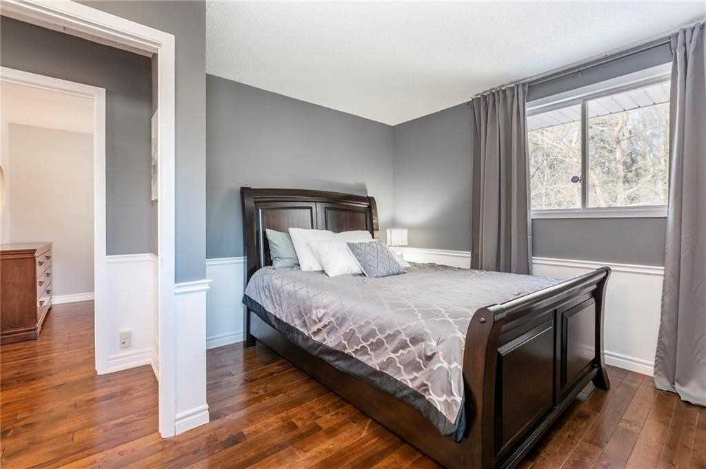 Image 2 of 16 showing inside of 2 Bedroom Detached Bungalow-Raised house for sale at 47 Spruceside Cres, Pelham L0S1E1