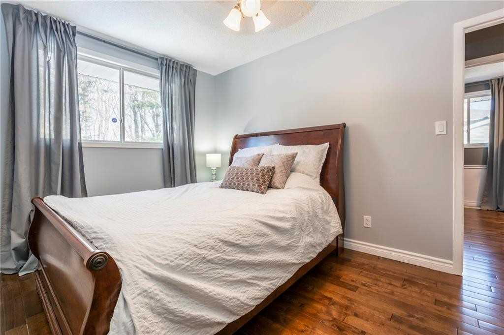 Image 4 of 16 showing inside of 2 Bedroom Detached Bungalow-Raised house for sale at 47 Spruceside Cres, Pelham L0S1E1