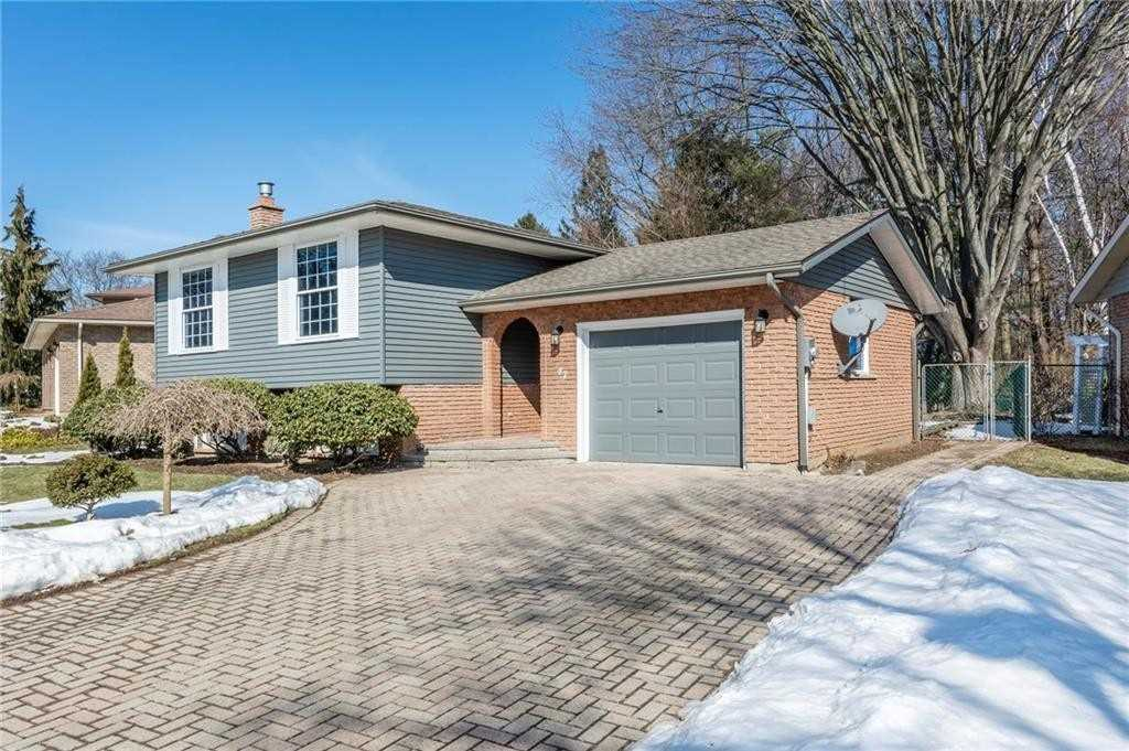 Image 9 of 16 showing inside of 2 Bedroom Detached Bungalow-Raised house for sale at 47 Spruceside Cres, Pelham L0S1E1