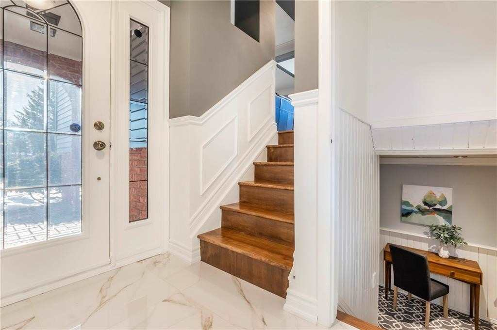 Image 10 of 16 showing inside of 2 Bedroom Detached Bungalow-Raised house for sale at 47 Spruceside Cres, Pelham L0S1E1