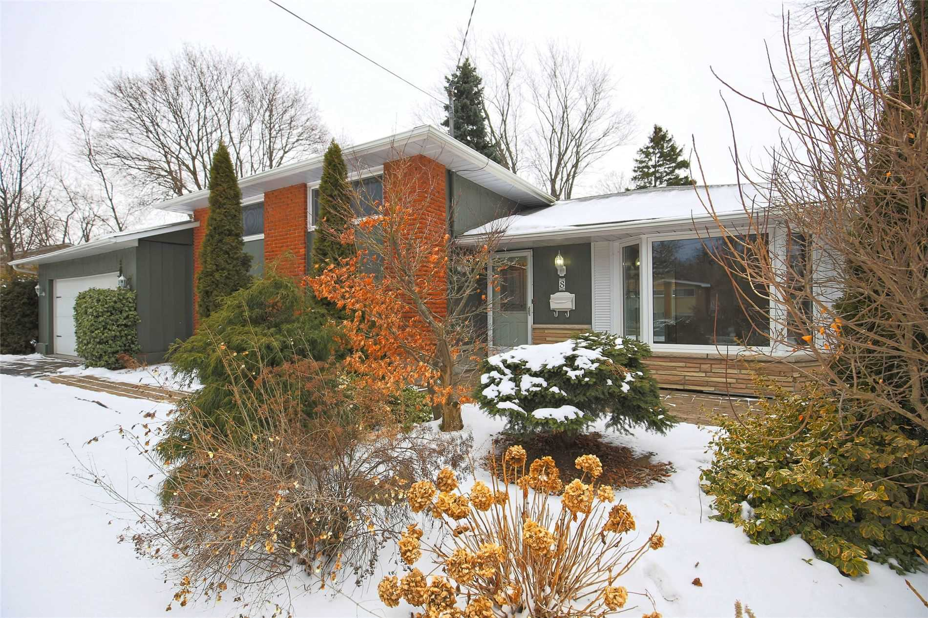 pictures of house for sale MLS: X4701253 located at 8 Bendamere Dr, Grimsby L3M2N3