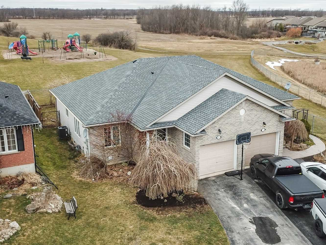 pictures of house for sale MLS: X4701717 located at 12 Golden Acres Dr, West Lincoln L0R2A0