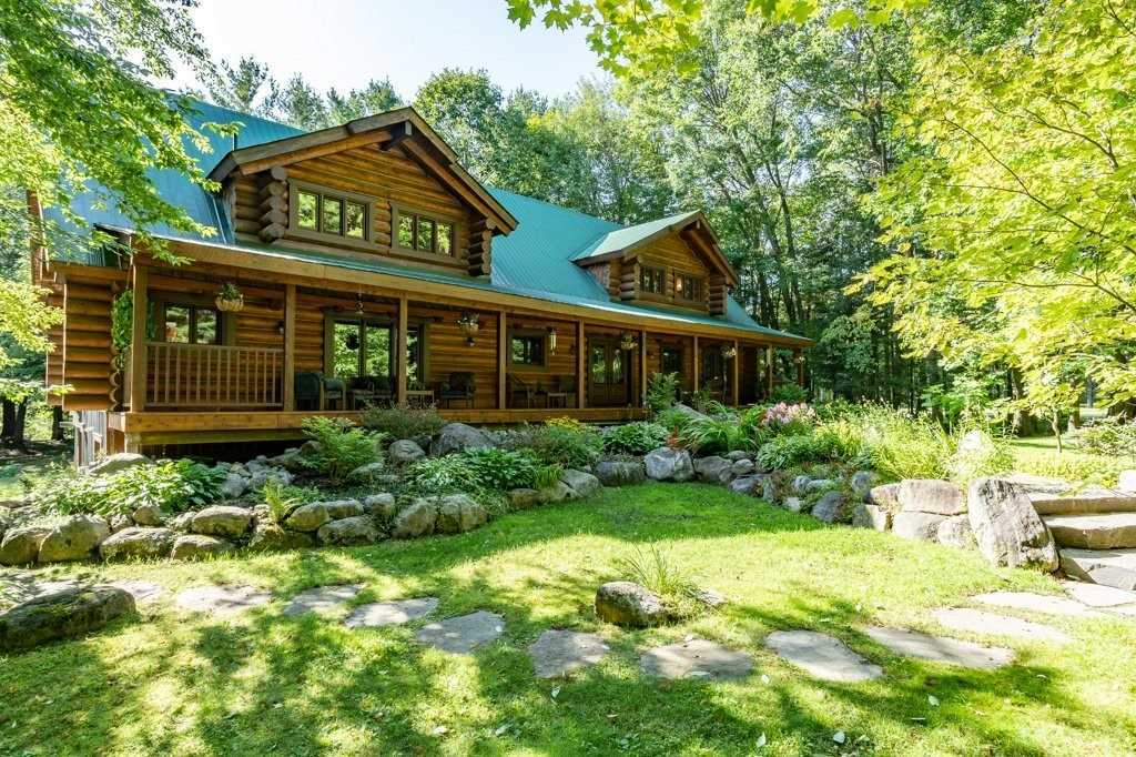 pictures of house for sale MLS: X4706362 located at 64 Golf Course Rd, Bracebridge P1L1M7