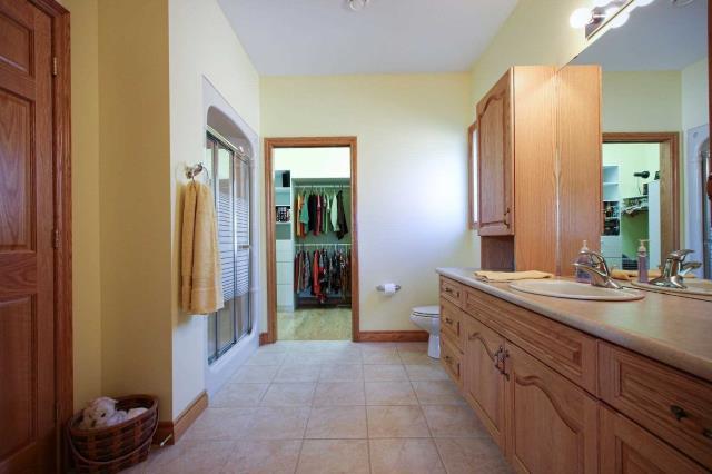 Image 19 of 19 showing inside of 2 Bedroom Detached Bungalow house for sale at 130 Weston Dr, Tillsonburg N4G5X1