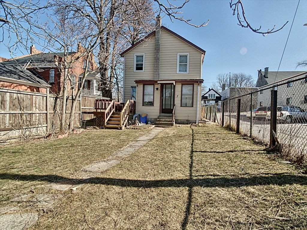pictures of house for sale MLS: X4714901 located at 7 Ormond St S, Thorold L2V1Y2