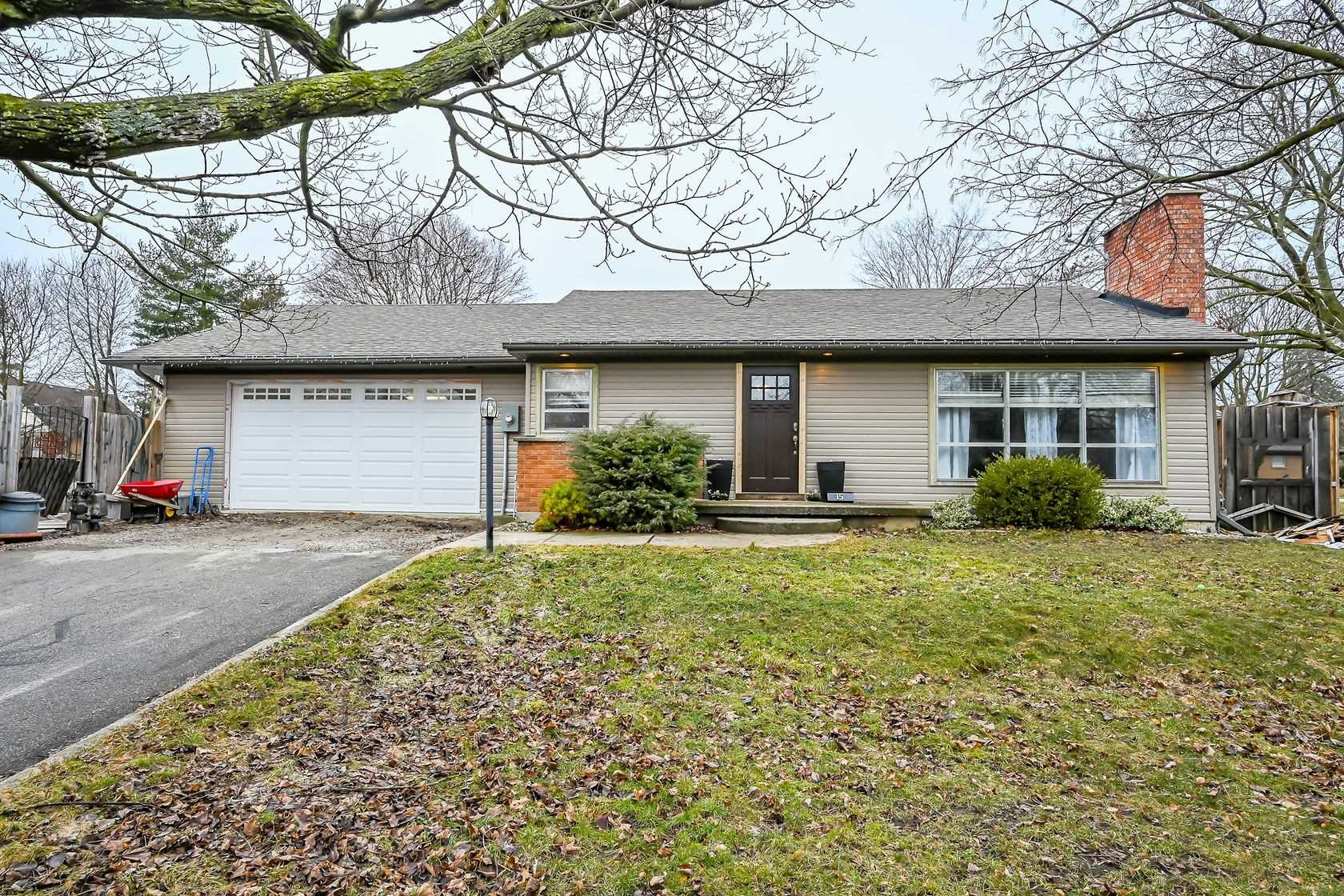 pictures of house for sale MLS: X4717891 located at 15 Charles St, Brant N3L1Y4