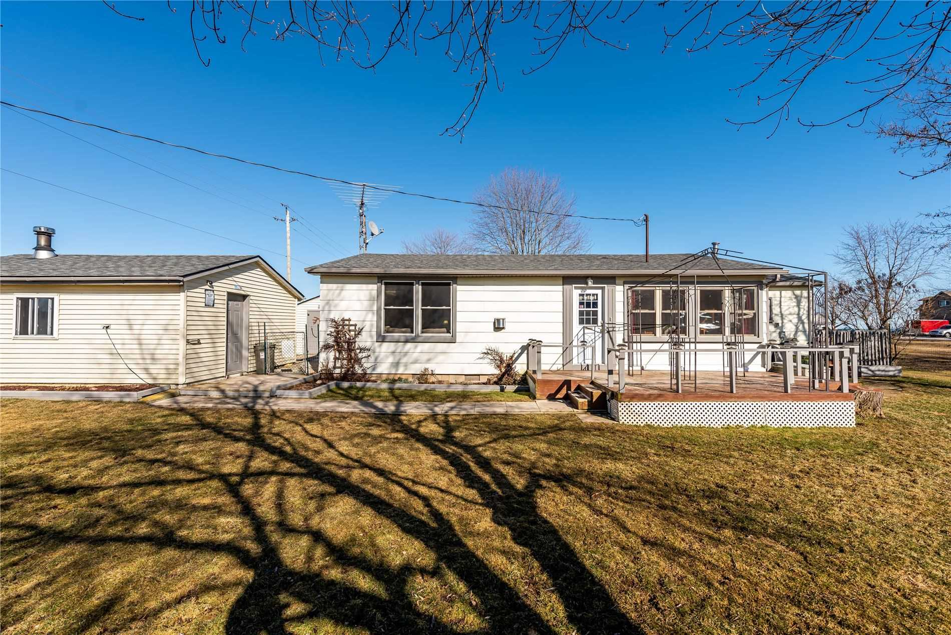 pictures of house for sale MLS: X4717931 located at 576 Lakeshore Rd, Haldimand N0A1P0