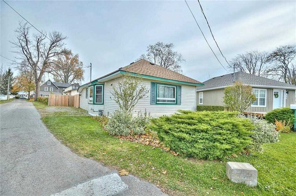 pictures of house for sale MLS: X4717981 located at 34 Lincoln Rd, Fort Erie L0S1B0