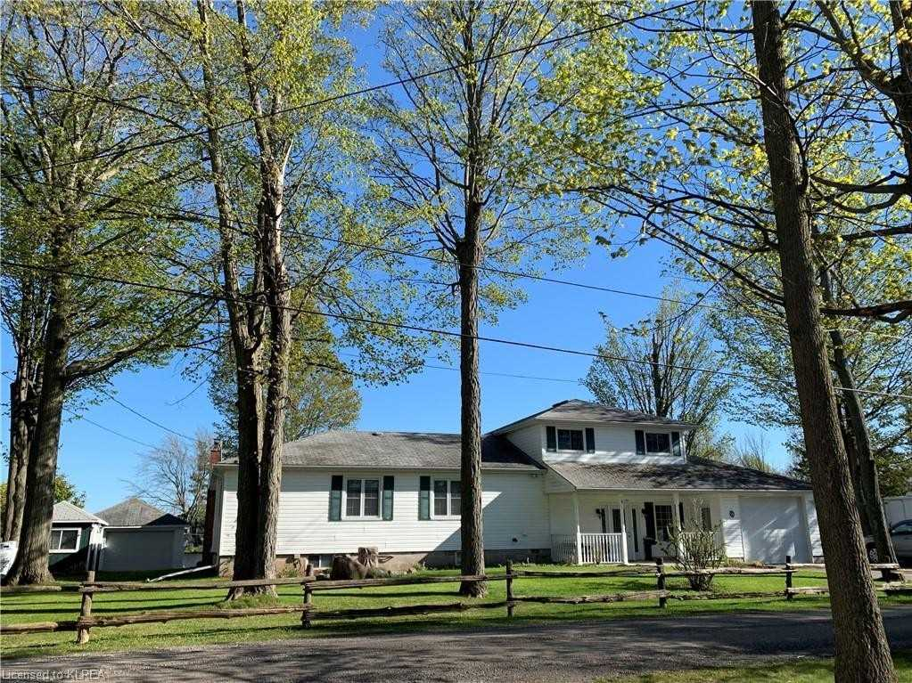 pictures of house for sale MLS: X4720236 located at 18 Edgewater Dr, Smith-Ennismore-Lakefield K0L1T0