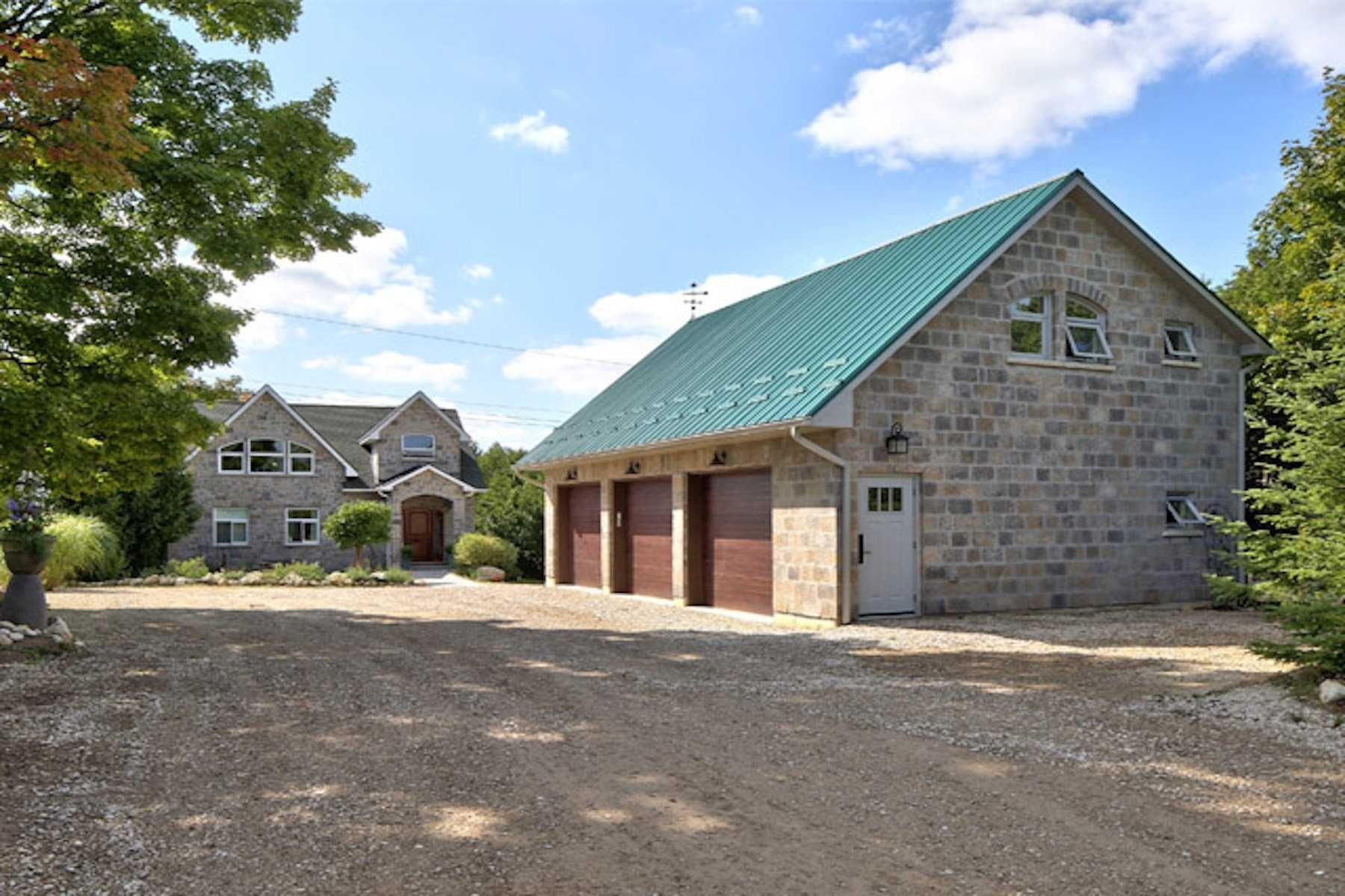 pictures of house for sale MLS: X4720769 located at 136 Peters Cres, Grey Highlands N0C1E0