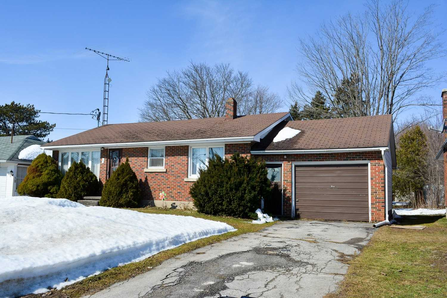 pictures of house for sale MLS: X4720795 located at 168 Main St E, Grey Highlands N0C1H0
